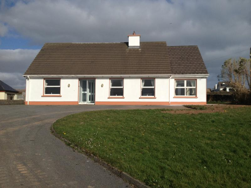 Dingle Holiday Rental - Racecourse House, holiday rental in Dingle