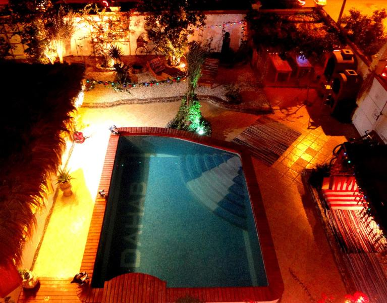 ... swimming-pool & barbecue place