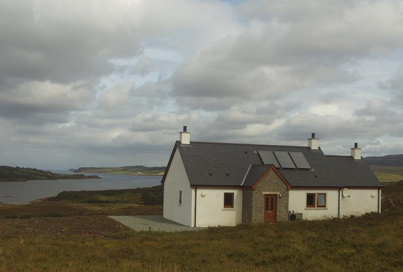Hill Cottage, holiday rental in Treaslane
