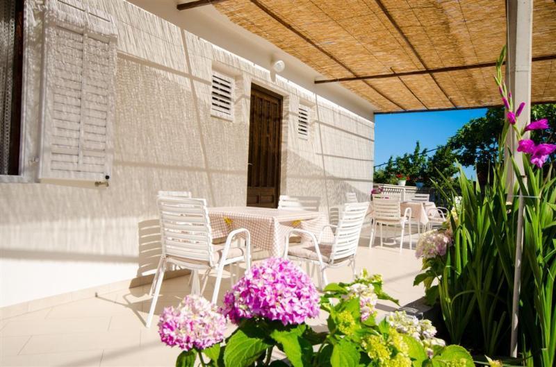 Rose Rooms 2***, alquiler de vacaciones en Molunat