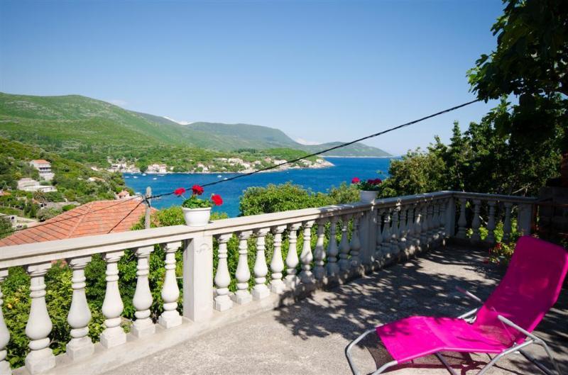 Rose Rooms 1***, alquiler de vacaciones en Molunat