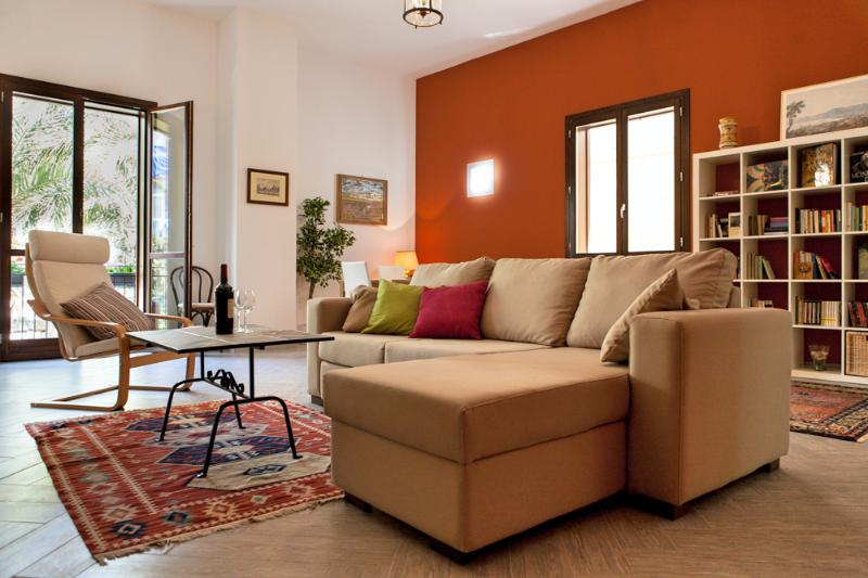 XIRBA: Cozy Flat in the Old Town, location de vacances à Palermo