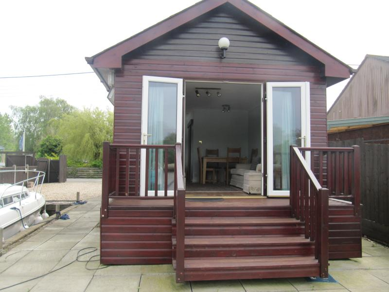 Rainbow's End Brundall Norfolk, holiday rental in Thurton
