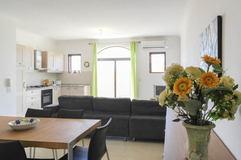 Bright, airy open plan area overlooking the beautiful Ta Pinu Valley
