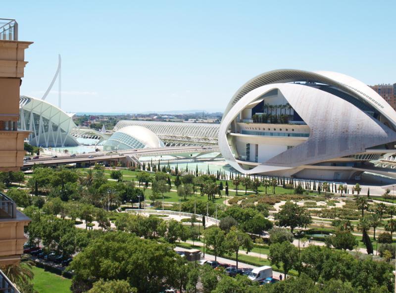 Bonitas vistas a la Ciudad de las Artes y las Ciencias. Beautiful views to the City of Arts.