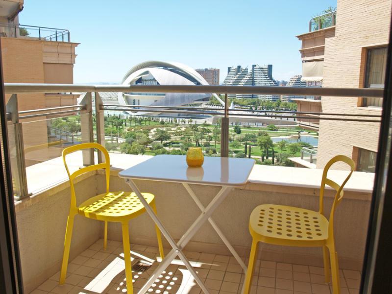Terraza con vistas a la Ciudad de las Artes y las Ciencias.Terrace with views to the City of Arts.