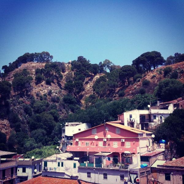 Sicilian city holiday between sea and mountains, holiday rental in San Filippo del Mela