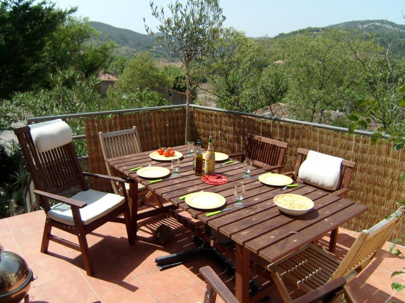 Residence Belle Vue, vacation rental in Cascastel-des-Corbieres