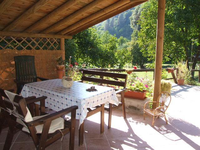 Extérieur couvert salle à manger pour se détendre à l'ombre