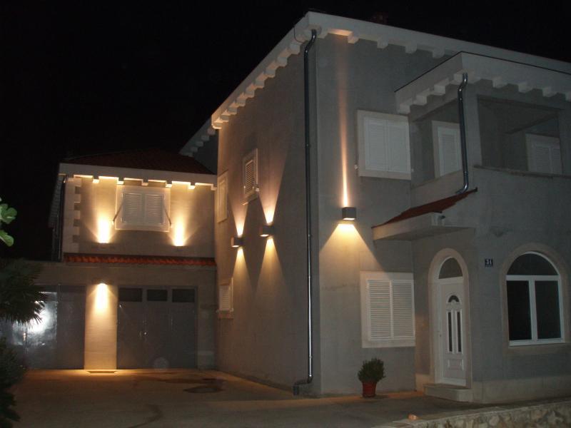 New villa with Olive Garden and BBQ, location de vacances à Kastel Sucurac