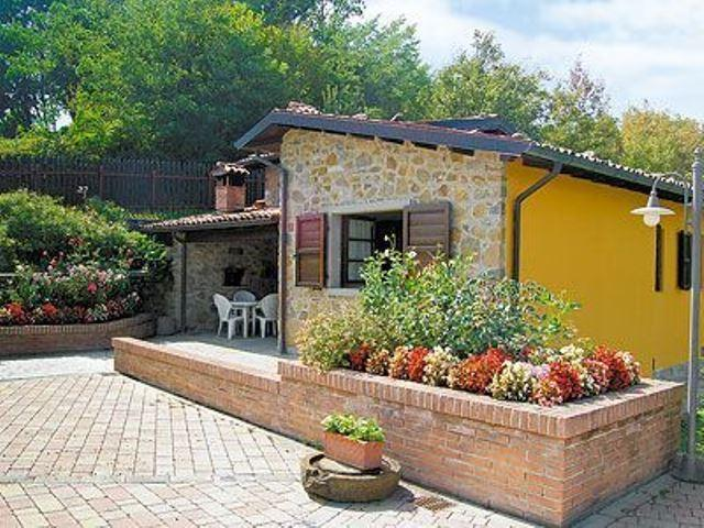 Enchanting 2 bedroom villa in Tuscany with breathtaking views and private pool, alquiler de vacaciones en Castelnuovo di Garfagnana