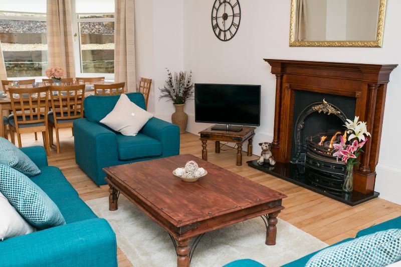 Queen Margaret Apartment, holiday rental in Glasgow