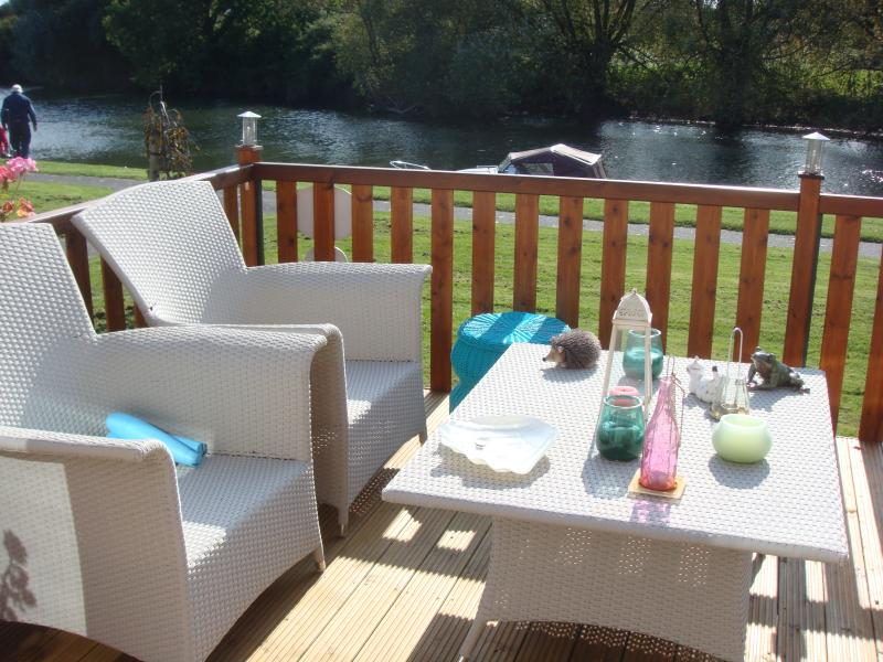 Outside seating overlooking river great for barbeques and fishing