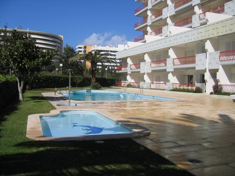 Zona piscina con vasca per bambini