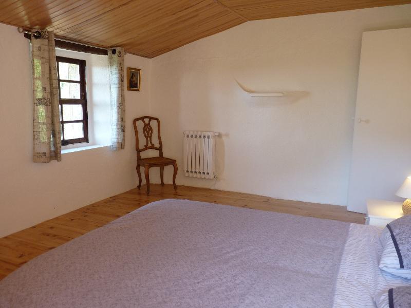 Room 2 Bed 160 + Cot