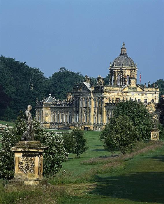 Majestic Castle Howard just minutes away....