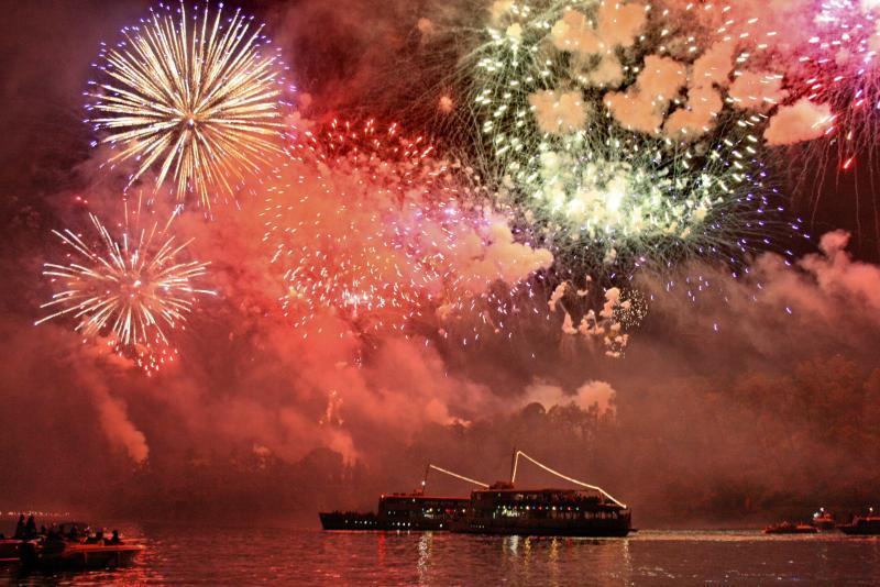 Feuerwerk über der Insel feiern Festival of St John Ende Juni jeden Jahres
