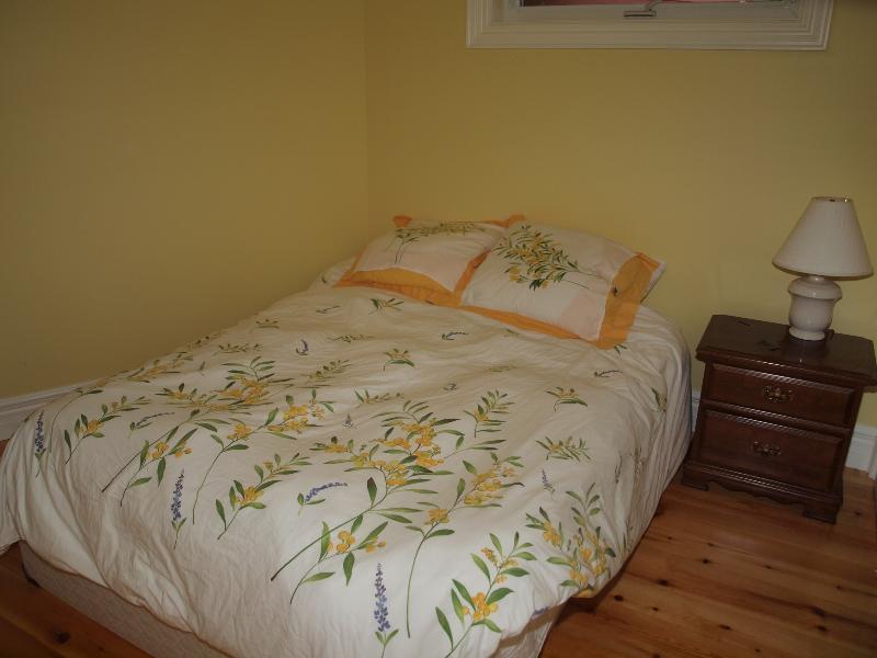 The Yellow Room guest bedroom.
