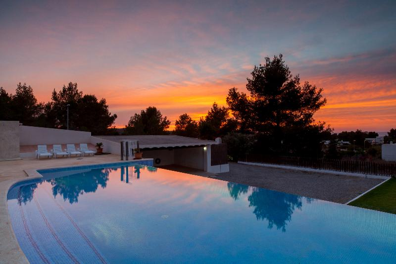 Enjoy The Beautiful Sunsets Of Ibiza Without Leaving Home