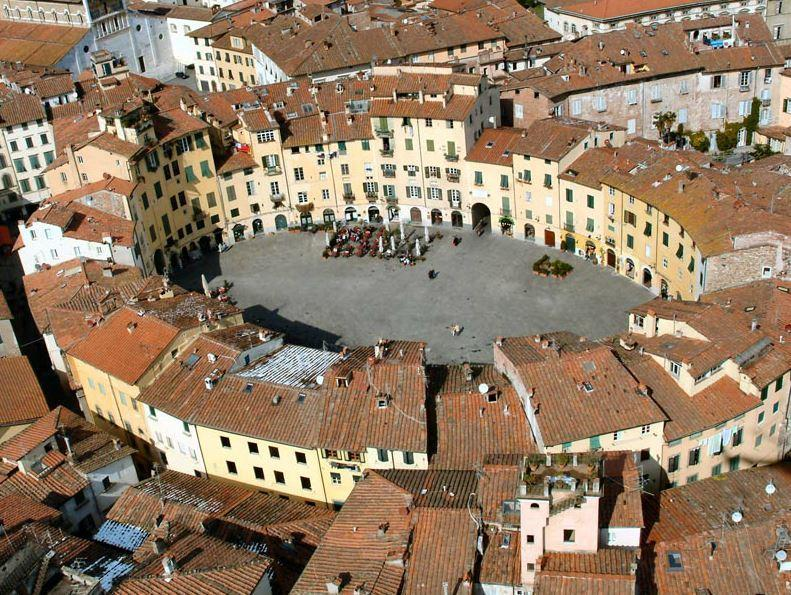 Lucca Ampiteatro