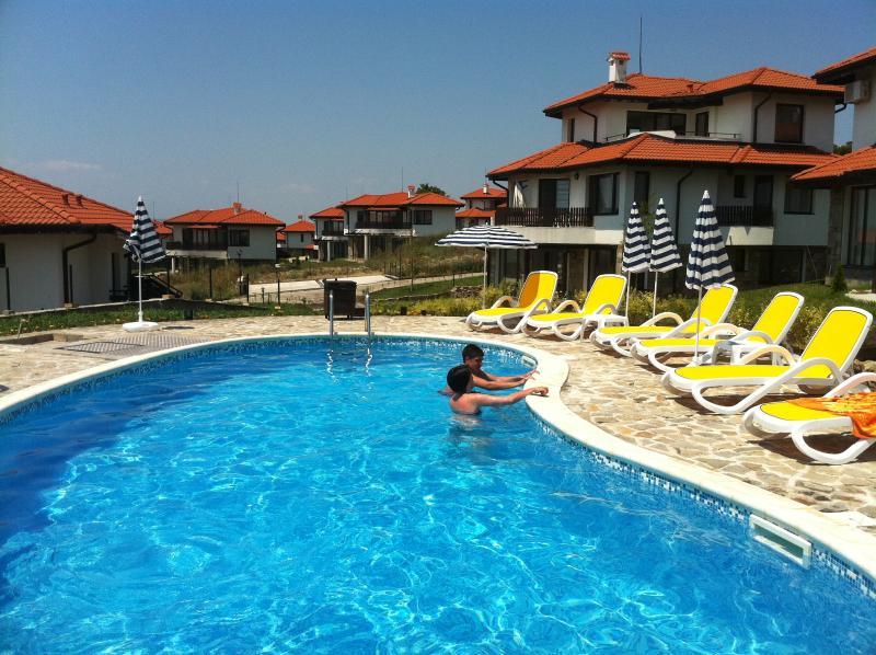 Bay View Villas, 2 Bed Rosi Apartment, holiday rental in Kosharitsa