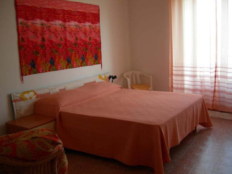 APPARTAMENTO AFFACCIATO SUL PORTO IN PIENO CENTRO, holiday rental in Calasetta
