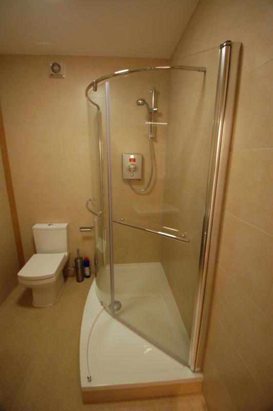 Shower/toilet