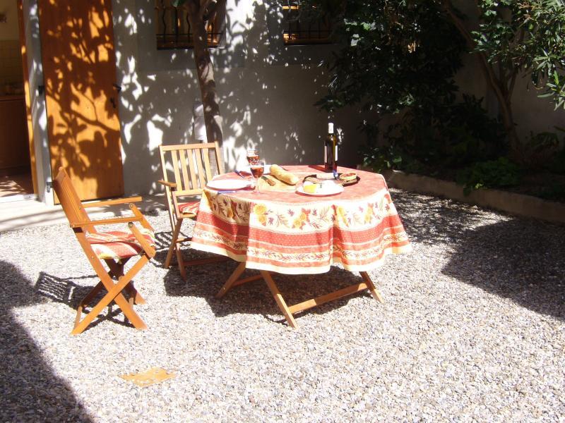 Village House in Azille - Languedoc, location de vacances à Azille