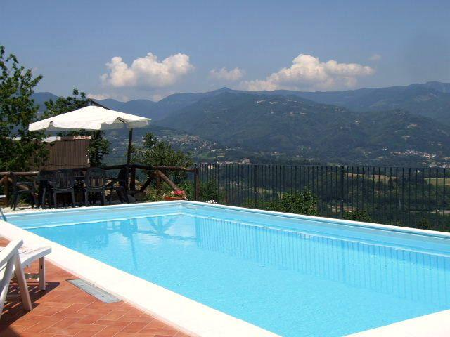 Cottage with private pool fantastic views WIFI, alquiler de vacaciones en Castelnuovo di Garfagnana