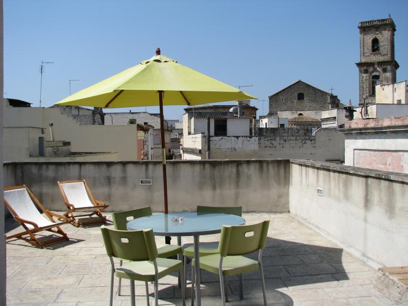 Terrazzo/solarium sui tetti e a 6 km il mare!, holiday rental in Collemeto