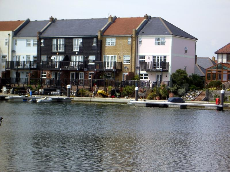 Waterside House  AN EXTRA SPECIAL PLACE TO STAY the best location on the harbour, casa vacanza a Eastbourne