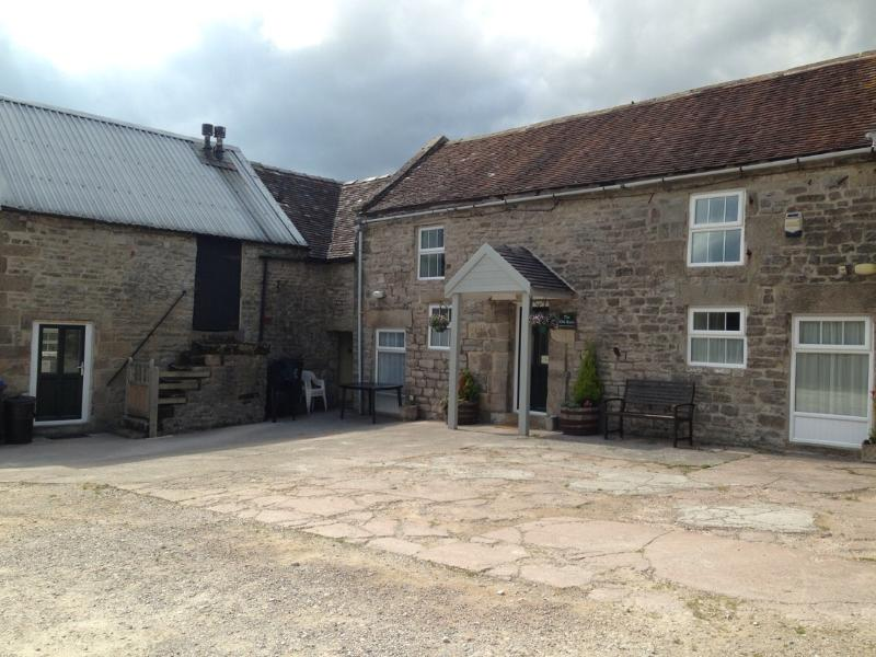 The Old Barn at Swinscoe, Ashbourne, holiday rental in Thorpe