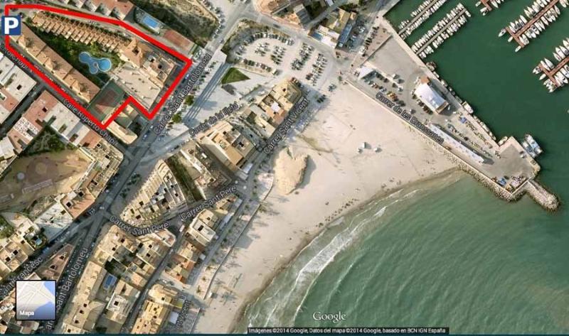 Vista Aérea de la urbanización cercana la playa. Vue aérienne de l'état près de la plage.