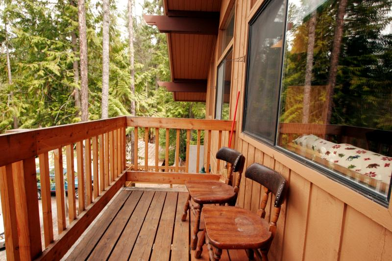 Private Deck (Front, Upper)