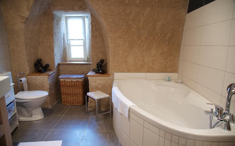 La salle de bain - Côté fenêtre