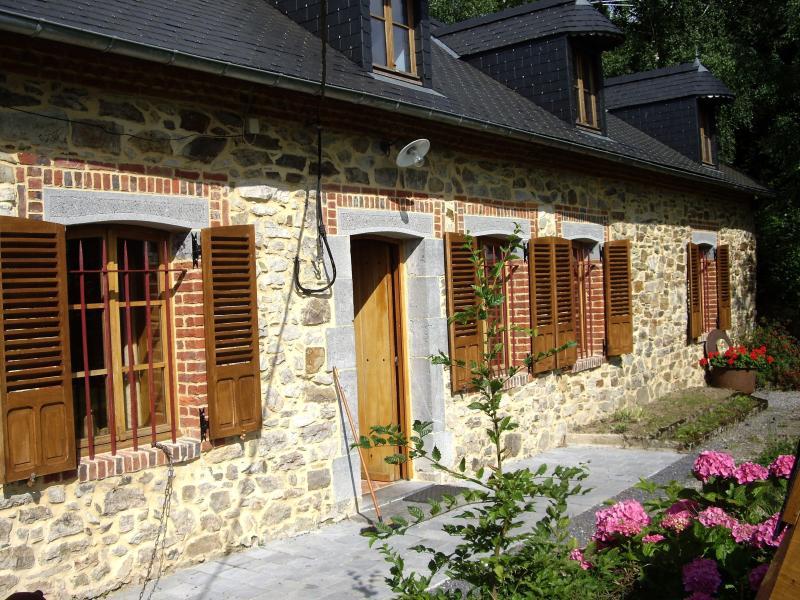 Demeure deThiérache La Résistante 02500 Mondrepuis, vacation rental in Englancourt