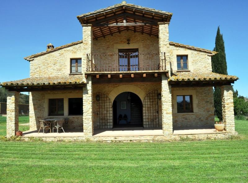 Masia en Peratallada, holiday rental in Llabia