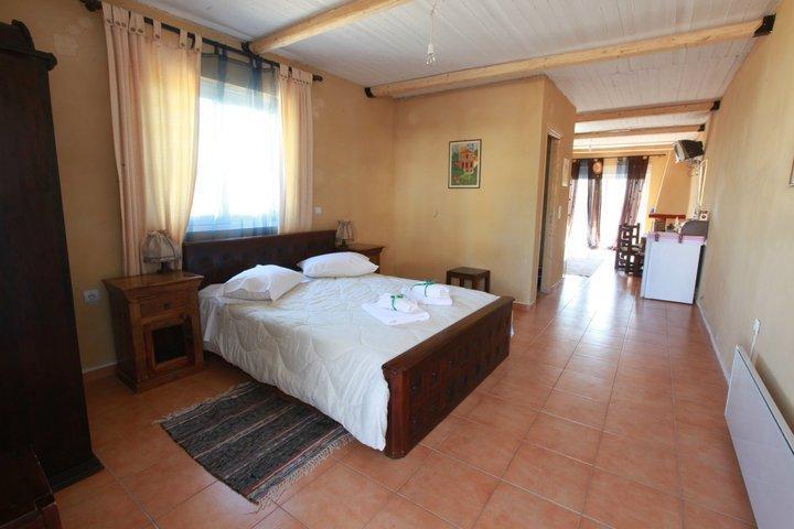 lernaia hydra master bedroom and corridor