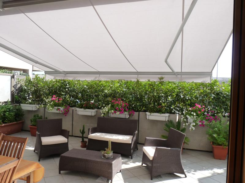 Flowery terrace and covered with curtain-electric harvesting Flowery terrace and covered with curtain