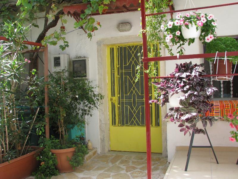 Traditional Village House2 + WiFi Sea Walks Relax, holiday rental in Agios Gordios