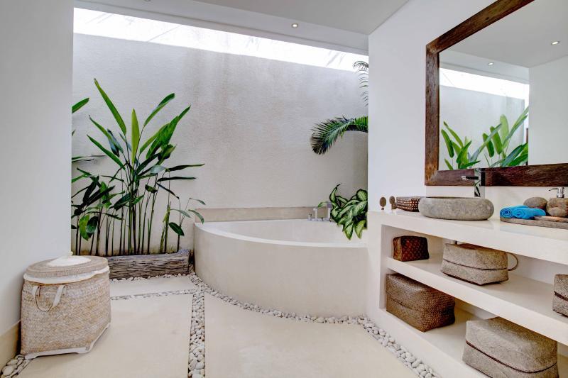 .. Und seine große Terrasso Badewanne ..