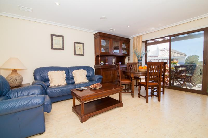 Falesia Beach 2 bedroom Apartment pool view  (1), vacation rental in Albufeira