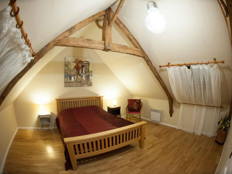 Master Bedroom - Exposed oak beams, Kind size bed and LED lighting