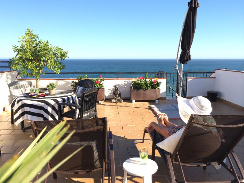 The roof terrace, 50 square meters, is excellent for dining, relaxation and sea views!