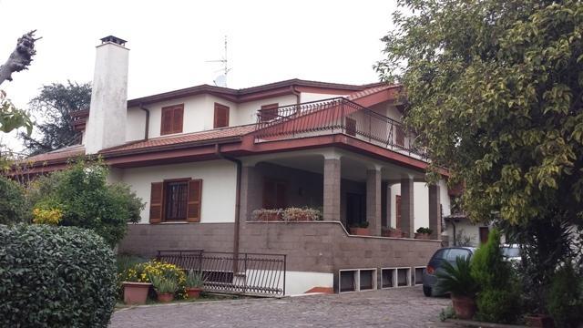 Villa bellissima, ambiente creativo, aluguéis de temporada em Colonna