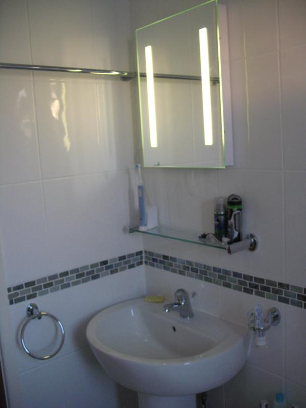 Wash basin with de-mist mirror light and shaver socket