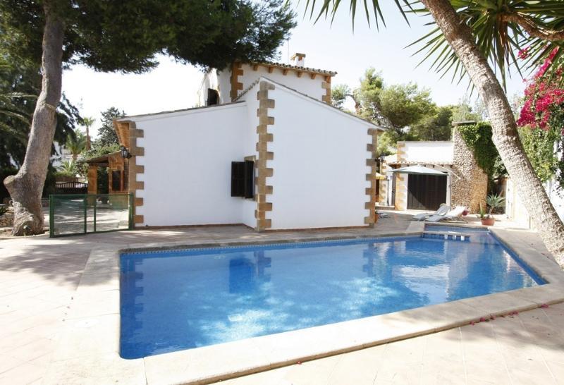 VILLA ES MORRO DE SA CARABASSA - close to the sea - 4 double bedrooms, vacation rental in Cala Mandia