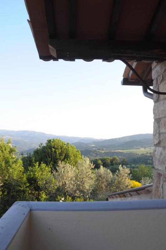 Bela vista nas colinas da Umbria. Gozando de vistas espectaculares, a casa é particular e isolada