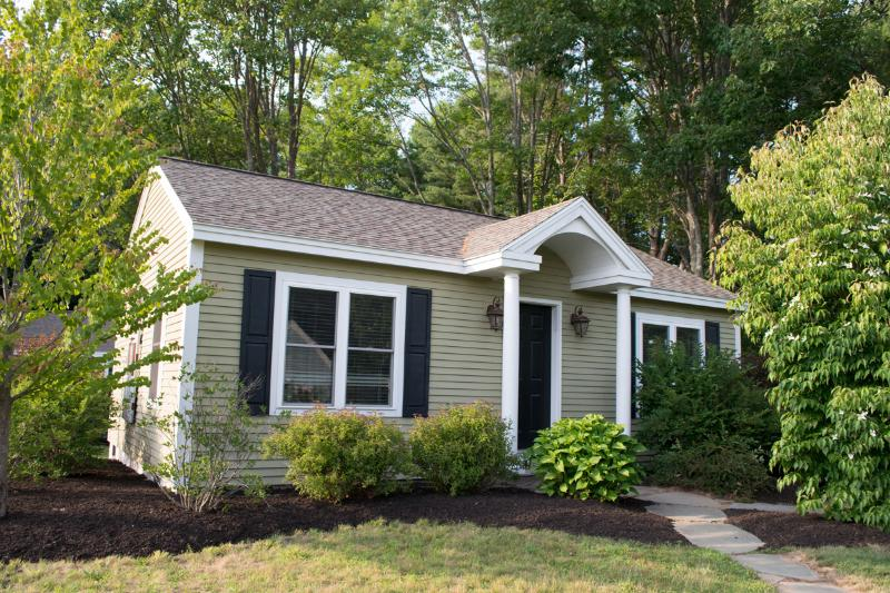 Cozy 2+BR Cabin by Sea - 'Sailaway', holiday rental in Kennebunk
