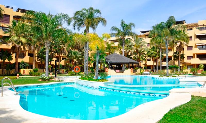 Beachside apartment  in New Golden Mile, vacation rental in Cancelada